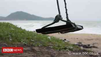 Young Thai workers race to reopen deserted beaches
