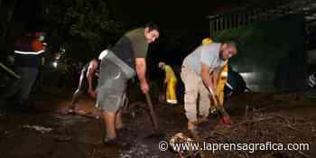 Lluvia provocó deslave en San Marcos y arrastró dos vehículos a barranco - La Prensa Grafica