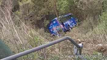 Autobús de pasajeros cae a un barranco en Cuajimalpa; hay 19 heridos - Proceso