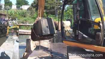 Jandira realiza manutenção das barreiras de concretos da margem do Rio Barueri-Mirim - Correio Paulista