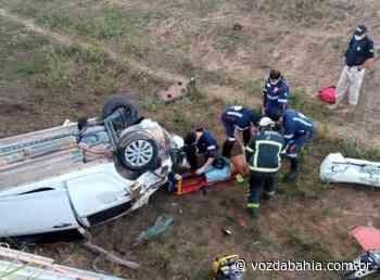 Itamaraju: Após acidente de carro vítima precisa ser removida das ferragens - Voz da Bahia