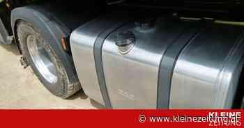 Diesel floss auf Parkplatz: Lkw-Tank an Bordsteinkante aufgeschlitzt - Kleine Zeitung