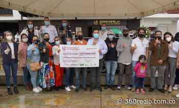 Alcalde de Rionegro entrega los primeros microcréditos de Banfamilia - 360 Radio - 360radio.com.co