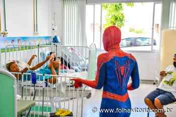 Crianças internadas em UPA de Linhares recebem visita do Homem-Aranha - Folha Vitória
