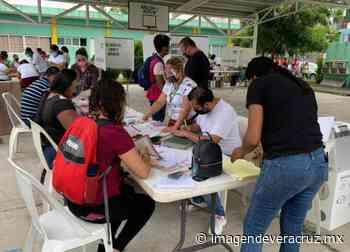 Pesé al intenso calor ciudadanos salen a votar en puerto de Veracruz - Imagen de Veracruz