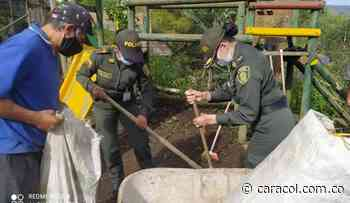 Policía y comunidad recuperan parque en Villahermosa, Tolima. - Caracol Radio