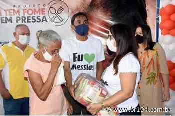 """Messias faz entrega de alimentos do programa """"Quem tem fome tem pressa"""" - BR 104"""