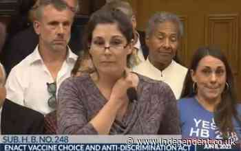 Anti-vaxx nurse tries and fails to make a key stick to her neck during speech claiming that vaccines make people magnetic