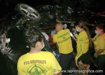 Comandos rescatan a conductor atrapado tras accidente de tránsito en Santa Ana - La Prensa Grafica