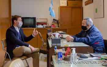 Bernardo Baccello se reunió con los Bomberos Voluntarios de Lincoln - Diario Democracia