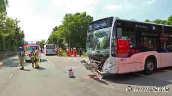 Busunfall in Rellingen: Vier Leichtverletzte - NDR.de