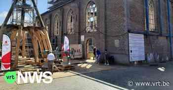 """Klokken van kerk in Anzegem teruggeplaatst, bijna 7 jaar na brand: """"Op de nieuwe klokken staat een tekst"""" - VRT NWS"""