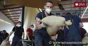 Hochwasser in der Region: Feuerwehr Laupheim liefert tausende Sandsäcke - Schwäbische