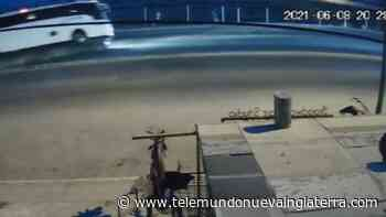 Captado en video momento en que se vuelca autobús en Rosarito, México - Telemundo Nueva Inglaterra