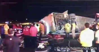 Se vuelca un autobús de pasajeros en Playas de Rosarito y deja al menos siete personas muertas - Telemundo