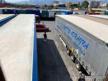 Nuova intimidazione al porto di Palermo, incendio a bottiglie di benzina nell'area della Grimaldi (FOTO) - BlogSicilia.it