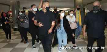 Juliette Freire atende fãs no aeroporto de Congonhas, em São Paulo - UOL