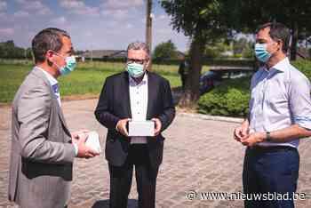 deSter zet tekst van stadsdichter op verpakking mondmaskers - Het Nieuwsblad