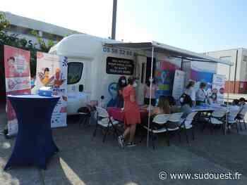 Prévention du cancer du sein à Floirac : Atelier « pouet pouet » devant le Bergobus - Sud Ouest