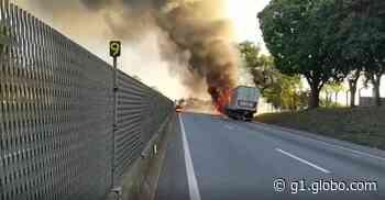 Caminhão pega fogo e interdita Dutra em Cachoeira Paulista - G1