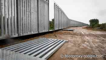 In migration lull, Greece bolsters Turkey border fence