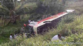 Autobús se sale de la cinta asfáltica en Palenque - Diario de Chiapas