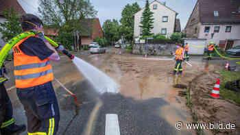 Dorf überschwemmt - Unwetter spült Schlamm nach Tamm - BILD