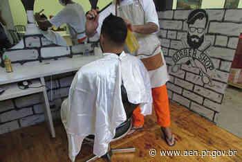 Presos da penitenciária de Cascavel participam de minicurso com barbeiro profissional - Agência Estadual de Notícias do Estado do Paraná
