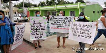 Vecinos exigen frente a la alcaldía de Aracataca que se cancele alquiler de Estación de Policía - Seguimiento.co
