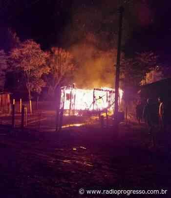 Incêndios destroem casas em Eugênio de Castro e Panambi - Rádio Progresso de Ijuí