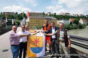 Hochburg - Ach / Burghausen: Brückenbeflaggung als Symbol für Nachbarschaft - meinbezirk.at