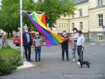 Wurzen/Sachsen: Trotz Sicherung gegen Vandalismus Regenbogenfahne gestohlen - männer*