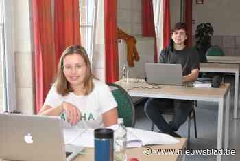 Studenten blokken in feestzaal Glazuur - Het Nieuwsblad