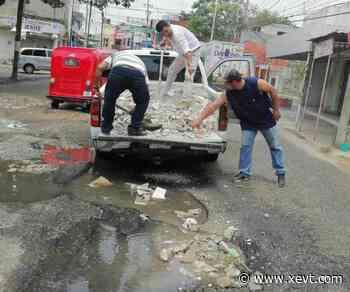 Rehabilitan transportistas baches de Tierra Colorada - XeVT 104.1 FM | Telereportaje