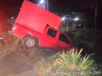 Nissan se sale de la carretera en Catemaco - Diario Eyipantla