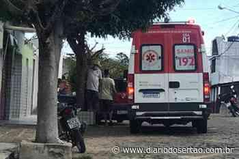 VÍDEO: Mercadinho é assaltado no Centro de Cajazeiras e bandido atira na perna do proprietário - Diário do Sertão