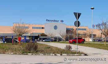 Vertenza Carrefour di Camerano, una dipendente: «Confidiamo nelle istituzioni, la Regione intervenga o chiuderanno altri negozi» - Centropagina