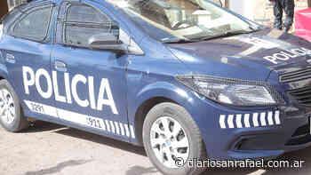 Fuerte accidente vial entre dos automóviles - Diario San Rafael
