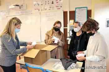 Remise de masques à l'école Camescasse à Saint-Arnoult-en-Yvelines Saint Arnoult en Yvelines - Unidivers