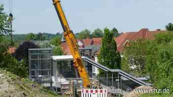 Reinfeld: Neue Fußgängerbrücke verbindet Nord- und Südstadt   shz.de - shz.de