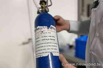 Politie neemt 36 flessen lachgas in beslag