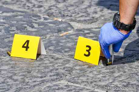 Casoria (Napoli): il 19enne Antimo Giarnieri fu ucciso per errore lo scorso anno perché confuso con un'altra persona. I Carabinieri hanno arrestato due uomini, uno di questi sparò uccidendo il giovane e ferendo un minorenne - Telecaprinews