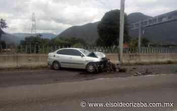 Choca y se desbarata Seat en la autopista - El Sol de Orizaba