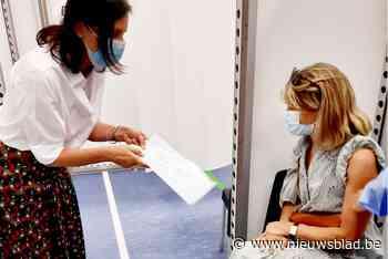 15.000ste eerste prik in vaccinatiecentrum Nazareth: jonge v... - Het Nieuwsblad