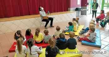 La Forest-Landerneau : les élèves de maternelle de l'école Georges-Brassens accueillent Victor Cova-Correa en concert - Le Télégramme