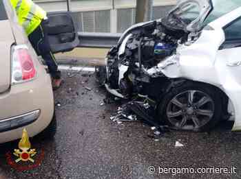 Villongo, perde il controllo dell'auto e finisce contro un'altra vettura - Corriere Bergamo - Corriere della Sera