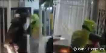 ¿Qué pasó? Policías rompen vidrios de casa en Barranquilla e ingresan a la vivienda - Canal 1