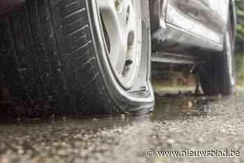 """Man die banden van minstens zeventien wagens lek stak riskeert 150 uur werkstraf: """"Ze namen mijn parkeerplaats af"""" - Het Nieuwsblad"""