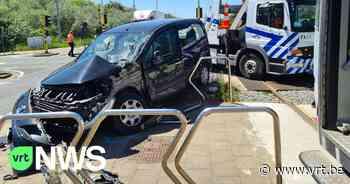 Bestuurster gewond na aanrijding met kusttram in Bredene - VRT NWS