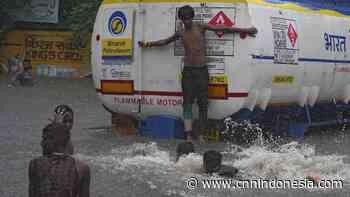FOTO: Malapetaka Hujan Deras di Mumbai - CNN Indonesia